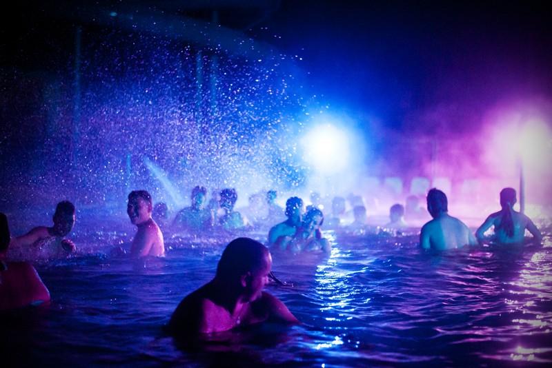 Göd | Éjszakai fürdőzés szombatonként